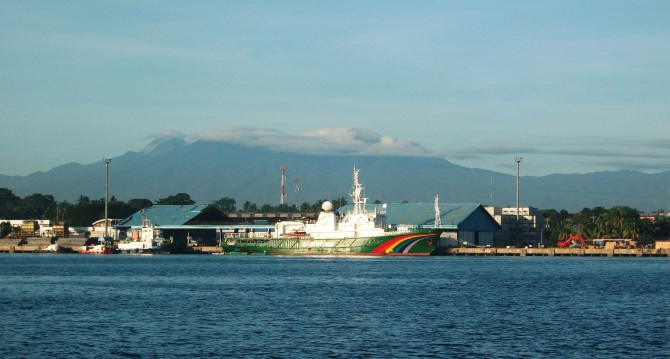 Greenpeace's Esperansa alongside Sasa wharf in mid-December 2012, with Mt Apo as a backdrop