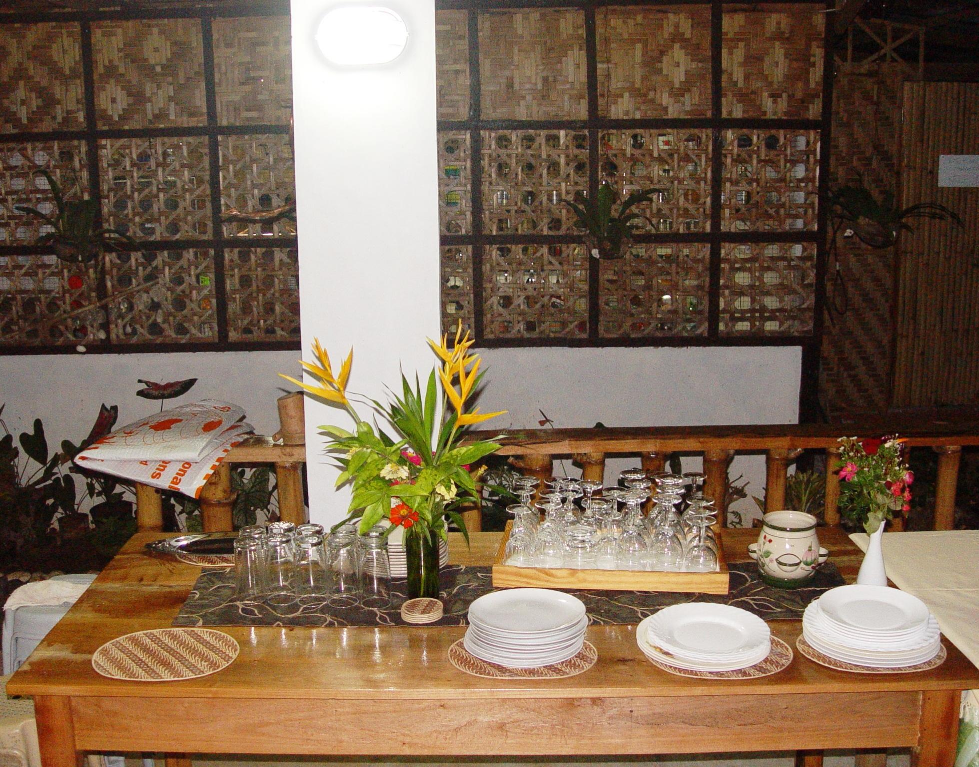 The spice hut bahay kubo restaurant samal samal bahay for Native house interior designs